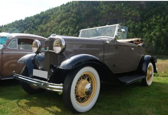 Ford V8 De Luxe Roadster -32